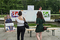 """Fridays for Future protestierte am Freitag den 26. Juni 2020 in Berlin vor dem Bundeswirtschaftsministerium gegen das Kohleausstiegsgesetz der Bundesregierung und eroeffnete eine """"Galerie des Scheiterns"""".<br /> Im Bild: Ein Klassenzimmer fuer Bundeswirtschaftsminister Peter Altmaier.<br /> 26.6.2020, Berlin<br /> Copyright: Christian-Ditsch.de<br /> NUR FUER REDAKTIONELLE ZWECKE! Werbung nur auf Anfrage beim Fotografen. [Inhaltsveraendernde Manipulation des Fotos nur nach ausdruecklicher Genehmigung des Fotografen. Vereinbarungen ueber Abtretung von Persoenlichkeitsrechten/Model Release der abgebildeten Person/Personen liegen nicht vor. NO MODEL RELEASE! Don't publish without copyright Christian-Ditsch.de, Veroeffentlichung nur mit Fotografennennung, sowie gegen Honorar, MwSt. und Beleg. Konto: I N G - D i B a, IBAN DE58500105175400192269, BIC INGDDEFFXXX, Kontakt: post@christian-ditsch.de<br /> Bei der Bearbeitung der Dateiinformationen darf die Urheberkennzeichnung in den EXIF- und  IPTC-Daten nicht entfernt werden, diese sind in digitalen Medien nach §95c UrhG rechtlich geschuetzt. Der Urhebervermerk wird gemaess §13 UrhG verlangt.]"""