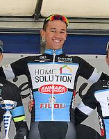 """11e St. - Aldegondisprijs - Memorial """"Rik Vandekerckhove"""" :  <br /> John-Ross Clauw wint voor Fabrice Mels en Jordy Vanmeenen ;  de aankomst ontsierd door valpartij met Jo Maes (2) , Kurt Eeckhout (46) en Gianni Bossuyt (87) ;<br /> winnaar John-Ross Clauw ;<br /> Foto VDB / Bart Vandenbroucke"""