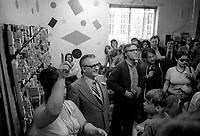le photographe antoine desilet et Le chef du NPD Daniel Lewis<br />  en visite dans le compte de Saint-Jacques, le 4 juin  1974<br /> <br /> PHOTO D'ARCHIVE : Agence Quebec Presse - Alain Renaud