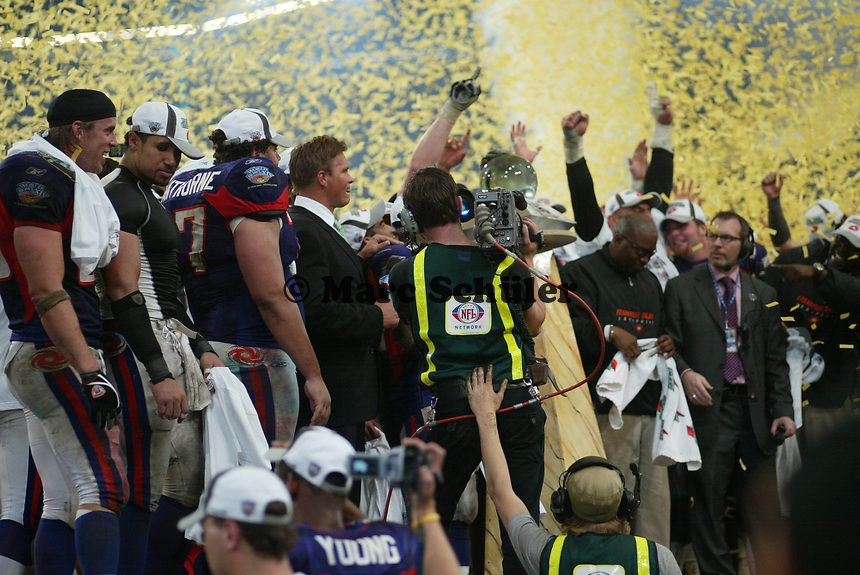 Das Siegerteam der FRankfurt Galaxy wird von NFL Network gefilmt