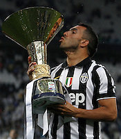 Calcio, Serie A: Juventus vs Napoli. Torino, Juventus Stadium, 23 maggio 2015. <br /> Juventus' Carlos Tevez celebrates the victory of the Scudetto at the end of the Italian Serie A football match between Juventus and Napoli at Turin's Juventus Stadium, 23 May 2015.<br /> UPDATE IMAGES PRESS/Isabella Bonotto