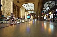 Stillstand am Hauptbahnhof Leipzig - in der Nacht vom 14.12. zum 15.12. stellte die Bahn den kompletten Zugverkehr am Hauptbahnhof Leipzig ein - keine Zug fuhr rein oder raus aus dem Bahnhof - leere Gleise, leere Bahnsteige - der Bahnhof war verwaist - das befürchtete Chaos blieb jedoch aus - die wenigen Reisenden nutzten den Schienenersatzverkehr - die Fernlinien ICE hielten am Flughafen Leipzig - es existierte ein Shuttle Service zum Bahnhof Halle und Leipzig per Bus. Foto: aif / Norman Rembarz..Jegliche kommerzielle wie redaktionelle Nutzung ist honorar- und mehrwertsteuerpflichtig! Persönlichkeitsrechte sind zu wahren. Es wird keine Haftung übernommen bei Verletzung von Rechten Dritter. Autoren-Nennung gem. §13 UrhGes. wird verlangt. Weitergabe an Dritte nur nach  vorheriger Absprache. Online-Nutzung ist separat kostenpflichtig..
