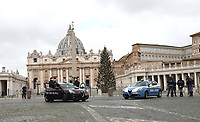 Italian police officers and Carabinieri stand in front of St. Peter's basilica at Vatican on December 25, 2020, before the Pope delivers a live-streamed Urbi et Orbi blessing inside the Vatican Blessing hall amid the Covid-19 pandemic.<br /> UPDATE IMAGES PRESS/Isabella Bonotto<br /> <br /> STRICTLY ONLY FOR EDITORIAL USE