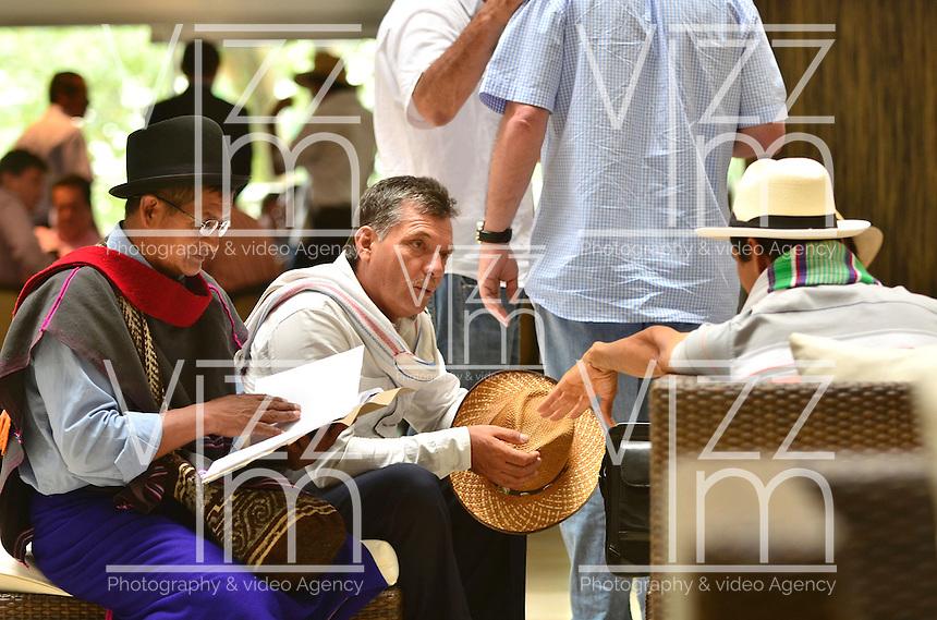 PEREIRA - COLOMBIA- 06-03-2013: Representantes de los organizadores del paro nacional de cultivadores de café dialogan en Pereira, Colombia, para ponerle fin a la huelga y los bloqueos en las carreteras del país, que lleva más de una semana, causando desabastecimiento de alimentos y aislamiento. (Foto: VizzorImage / Cont.). The organizers of the national strike of coffee growers dialogue in Pereira, Colombia, to end the strike and road blocks in the country, it takes more than a week, causing food shortages and isolation. (Photo: VizzorImage / Cont.).