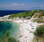 Greece, Corfu, Kassiopi: rocky cove on islands North West coast | Griechenland, Korfu, Kassiopi: Bucht und Strand an der Nordwestkueste