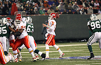 Pass von Quarterback Brodie Croyle (Chiefs)<br /> New York Jets vs. Kansas City Chiefs<br /> *** Local Caption *** Foto ist honorarpflichtig! zzgl. gesetzl. MwSt. Auf Anfrage in hoeherer Qualitaet/Aufloesung. Belegexemplar an: Marc Schueler, Am Ziegelfalltor 4, 64625 Bensheim, Tel. +49 (0) 6251 86 96 134, www.gameday-mediaservices.de. Email: marc.schueler@gameday-mediaservices.de, Bankverbindung: Volksbank Bergstrasse, Kto.: 151297, BLZ: 50960101
