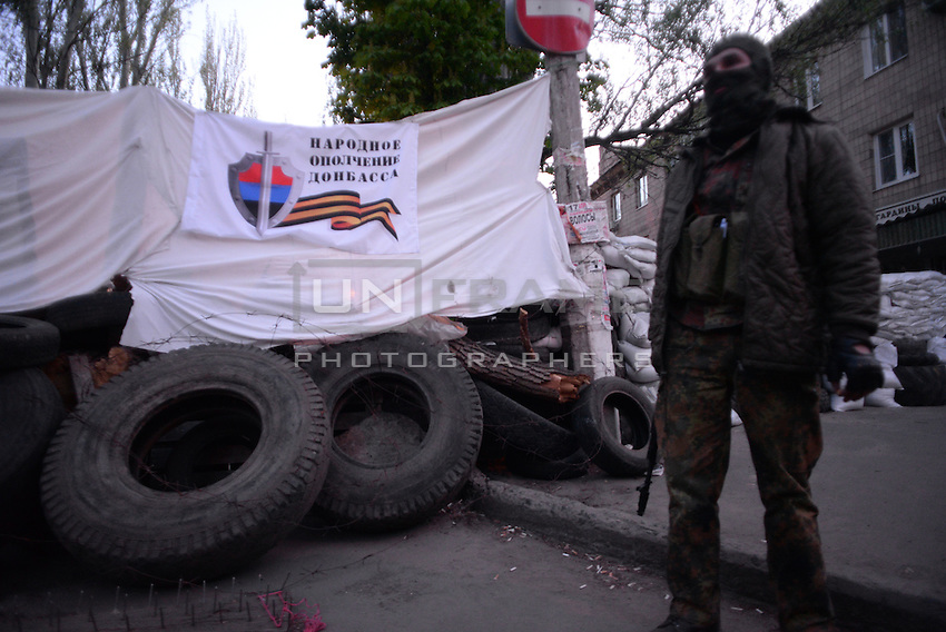 Pro-russian activist, member of Civil army of Donbas protecting heavily reinforced office of Security service of Ukraine in Slavyansk city.