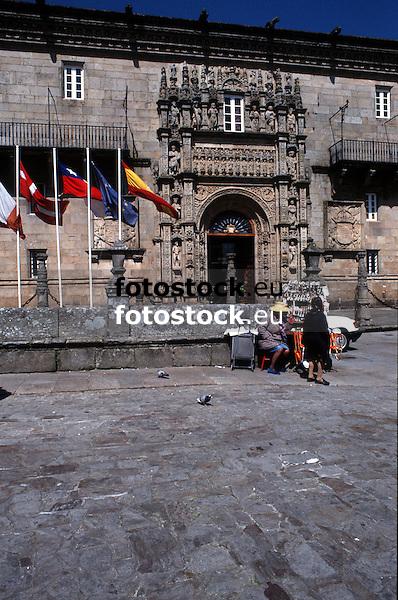 """Entrance of the Parador Nacional """"Hostal de los Reyes Católicos""""<br /> <br /> 3859 x 2560 px<br /> Original: 35 mm slide transparency"""