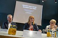 """Deutscher Kinderverein startet Schuetteltrauma-Kampagne """"Schreien kann nerven. Schuetteln kann toeten"""" in Berlin.<br /> Drei Sekunden schuetteln und ein ganzes Leben ist zerstoert. Jedes Jahr sterben in Deutschland Kinder, weil sie von ihren Eltern oder anderen Aufsichtspersonen geschuettelt werden. Seit Anfang 2017 sind allein in Berlin 13 Schuetteltrauma-Faelle bekannt. Drei Kinder sind an ihren Verletzungen gestorben. Andere ueberleben mit teils schwersten Behinderungen.<br /> Prof. Dr. Michael Tsokos, Direktor des Instituts fuer Rechtsmedizin der Charité und des Landesinstituts fuer gerichtliche und soziale Medizin Berlin, aerztlicher Leiter der Gewaltschutzambulanz der Charite und der Saenger Andreas Bourani, Botschafter des Deutschen Kindervereins stellten zusammen mit dem Deutscher Kinderverein am Donnerstag den 19. Juli 2017 die Kampagne gegen die Misshandlung von Babys und Kleinkindern vor.<br /> Im Bild vlnr: Rainer Rettinger, Geschaeftsfuehrer Deutscher Kinderverein; Christina Schwarzer, CDU, Bundestagsabgeordnete; Dr. Saskia Etzold, stellv. Leiterin der Gewaltschutzambulanz der Charite Berlin.<br /> 19.7.2017, Berlin<br /> Copyright: Christian-Ditsch.de<br /> [Inhaltsveraendernde Manipulation des Fotos nur nach ausdruecklicher Genehmigung des Fotografen. Vereinbarungen ueber Abtretung von Persoenlichkeitsrechten/Model Release der abgebildeten Person/Personen liegen nicht vor. NO MODEL RELEASE! Nur fuer Redaktionelle Zwecke. Don't publish without copyright Christian-Ditsch.de, Veroeffentlichung nur mit Fotografennennung, sowie gegen Honorar, MwSt. und Beleg. Konto: I N G - D i B a, IBAN DE58500105175400192269, BIC INGDDEFFXXX, Kontakt: post@christian-ditsch.de<br /> Bei der Bearbeitung der Dateiinformationen darf die Urheberkennzeichnung in den EXIF- und  IPTC-Daten nicht entfernt werden, diese sind in digitalen Medien nach §95c UrhG rechtlich geschuetzt. Der Urhebervermerk wird gemaess §13 UrhG verlangt.]"""