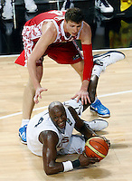 Lamar ODOM (USA) fights for the ball with Andrey VORONTSEVICH (Russia)  during the quarter-final World championship basketball match against Russia in Istanbul, USA-Russia, Turkey on Thursday, Sep. 09, 2010..