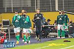12.09.2020, Ernst-Abbe-Sportfeld, Jena, GER, DFB-Pokal, 1. Runde, FC Carl Zeiss Jena vs SV Werder Bremen<br /> <br /> Auswechselspieler Bremen kommen zur Bank mit CORONA Gesichtsmaske<br /> Tahith Chong (Werder Bremen #22)<br /> Felix Agu (Werder Bremen / Neuzugang 17)<br /> Davy Klaassen (Werder Bremen #30)<br /> Marco Friedl (Werder Bremen #32)<br /> <br /> <br />  <br /> <br /> <br /> Foto © nordphoto / Kokenge