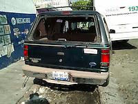 Querétaro, Qro. 01 de Enero de 2016.- Tras persecución, logran detener a José Antonio Arias Becerra; presunto ladrón reincidente, que había robado una camioneta en la madrugada de este primer día del año. Los propietarios del vehículo dieron aviso a la policía después de ver pasar su camioneta manejada por un desconocido; lo que desató una persecución que terminaría en choque del ladrón a un camión de transporte público y su arresto.<br /> <br /> Foto: Obture