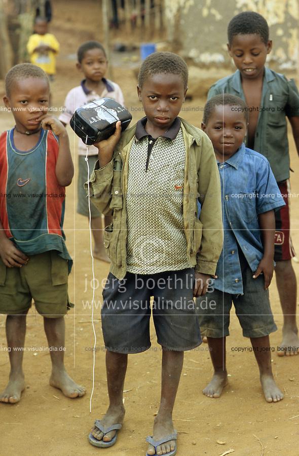 TANZANIA, Handeni, children with radio receiver / TANSANIA, Handeni, Kinder mit Radiogeraet