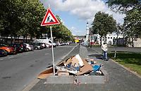 Nederland  Amsterdam - 2020.  De Bijlmer. Vuilnis op straat, naast de containers.  Foto : ANP/ Hollandse Hoogte / Berlinda van Dam
