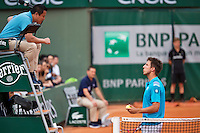France, Paris , May 24, 2015, Tennis, Roland Garros, Igor Sijsling (NED) in discussion with the umpire<br /> Photo: Tennisimages/Henk Koster