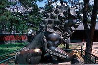 China, Chengde, Sommerpalast, Bronzelöwe, Unesco-Weltkulturerbe