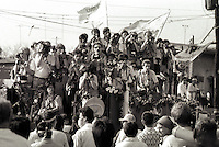 Janary and February 1986 were memorable days in the Philippines. The fall of dictator Ferdinand Marcos and the rise of the first so called democraticly chosen President Cory Aquino. Helped by the massive public support of People Power. world press flew in to cover the events.