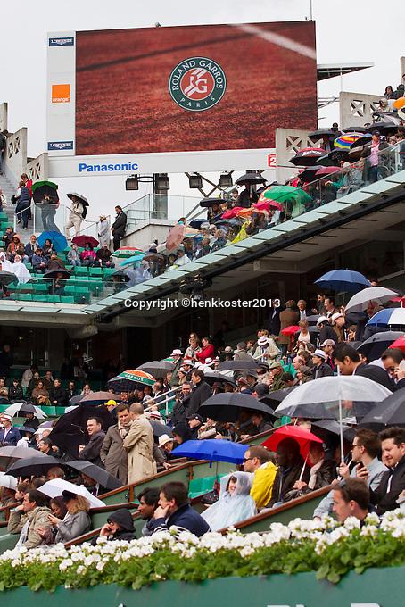 30-05-13, Tennis, France, Paris, Roland Garros,  Rain