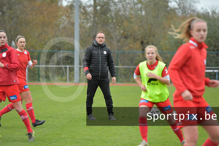 Zulte Waregem's assistant coach Steven Camelbeke  pictured during a female soccer game between SV Zulte - Waregem and KRC Genk on the 8 th matchday of the 2020 - 2021 season of Belgian Scooore Women s SuperLeague , saturday 21 th of November 2020  in Zulte , Belgium . PHOTO SPORTPIX.BE | SPP | DIRK VUYLSTEKE