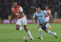 BOGOTÁ -COLOMBIA, 19-11-2015. Yerry Mina (Izq) jugador de Independiente Santa Fe disputa el balón con Vladimir Hernandez (Der) jugador de Atlético Junior durante partido de vuelta por la final de la Copa Águila 2015  jugado en el estadio Nemesio Camacho El Campín de la ciudad de Bogotá./ Yerry Mina (L) player of Independiente Santa Fe vies for the ball with Vladimir Hernandez (R) player of Atletico Junior during second leg match for the final of Aguila Cup 2015 played at Nemesio Camacho El Campin stadium in Bogotá city. Photo: VizzorImage/ Gabriel Aponte / Staff