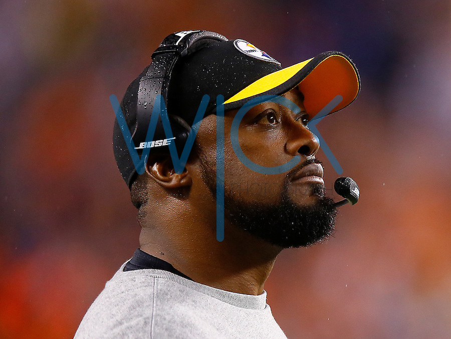 Head coach Mike Tomlin looks on against the Cincinnati Bengals during the Wild Card playoff game at Paul Brown Stadium on January 9, 2016 in Cincinnati, Ohio. (Photo by Jared Wickerham/DKPittsburghSports)