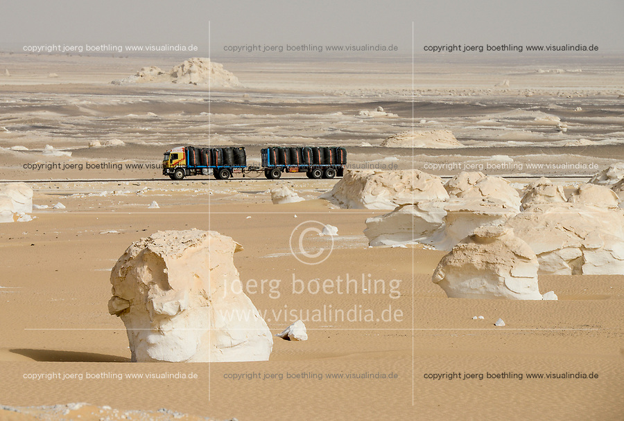 EGYPT, Farafra, Nationalpark White Desert , mushroom like chalk rocks shaped by wind and sand erosion, truck transport potatos from desert farms to Cairo / AEGYPTEN, Farafra, Nationalpark Weisse Wueste, durch Wind und Sand geformte Kalkfelsen, LKW transportiert Kartoffeln aus Wuestenfarmen nach Kairo