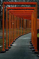 """New York Feb 2005 Fasi dell'installazione del progetto di Christo e Jeanne Claude """"The gates"""" in Central Parc    Installation phase of the project """"The Gates"""""""