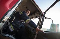 Feuerwehr in Qamishli, Rojava/Syrien.<br /> Von sieben Feuerwehr-Fahrzeugen die der YPG-Regierung in Qamishli zur Verfuegung stehen, ist nur eines funktionstuechtigt. Fuenf Fahrzeuge sind mit vorhandenen Mitteln nicht zu reparieren - Motorschaden, unbenutzbare Fahrerkabinen, defekte Stromleitungen.<br /> Zusaetzlich zumden Augaben der Feuerwehr muessen die 12 Feuerwehrmaenner - je 3 von ihnen arbeiten in 24-Stundenschichten - auch noch Wasser in Stadtteile ohne Wasserversorgung verteilen.<br /> 15.12.2014, Qamishli/Rojava/Syrien<br /> Copyright: Christian-Ditsch.de<br /> [Inhaltsveraendernde Manipulation des Fotos nur nach ausdruecklicher Genehmigung des Fotografen. Vereinbarungen ueber Abtretung von Persoenlichkeitsrechten/Model Release der abgebildeten Person/Personen liegen nicht vor. NO MODEL RELEASE! Nur fuer Redaktionelle Zwecke. Don't publish without copyright Christian-Ditsch.de, Veroeffentlichung nur mit Fotografennennung, sowie gegen Honorar, MwSt. und Beleg. Konto: I N G - D i B a, IBAN DE58500105175400192269, BIC INGDDEFFXXX, Kontakt: post@christian-ditsch.de<br /> Bei der Bearbeitung der Dateiinformationen darf die Urheberkennzeichnung in den EXIF- und  IPTC-Daten nicht entfernt werden, diese sind in digitalen Medien nach §95c UrhG rechtlich geschuetzt. Der Urhebervermerk wird gemaess §13 UrhG verlangt.]