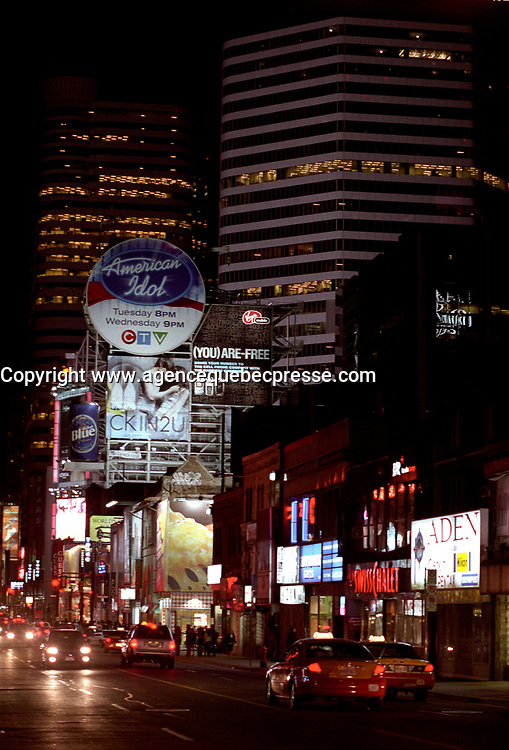 Toronto (ON) CANADA, April 21, 2007<br /> <br /> Giant Advertising billboard on Yonge Street at Night<br /> <br />     photo by Pierre Roussel - Images Distribution