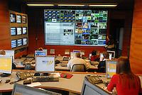 - Fastweb, main alternative operator in broadband telecommunications on fixed network in Italy; network management centre  for digital television....- Fastweb, principale operatore alternativo nelle telecomunicazioni a banda larga su rete fissa in Italia; sala operativa del network per la televisione digitale