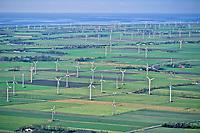 Deutschland, Schleswig- Holstein, Kaiser Wilhelm Koog, Windkraftwerke, Nordsee, Windkraft, Felder, Landschaft mit Windkraftwerken