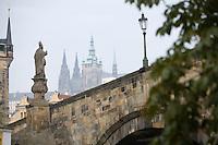 Europe/République Tchèque/Prague:Le Pont Charles vers le Petit Côté