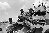 - Mozambique, Zimbabwe army personnel monitor implementation of peace agreements after the civil war between Frelimo and Renamo....- Mozambico, militari dell'esercito dello Zimbabwe controllano l'esecuzione degli accordi di pace alla fine della guerra civile fra Frelimo e Renamo