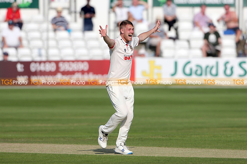 Jamie Porter of Essex appeals for a wicket during Essex CCC vs Gloucestershire CCC, LV Insurance County Championship Division 2 Cricket at The Cloudfm County Ground on 6th September 2021