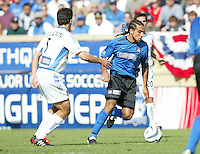24 October 2004: Dwayne De Rosario of Earthquakes dribbles the ball away from Kerry Zavagnin of Wizards at Spartan Stadium in San Jose, California.   Earthquakes defeated Wizards, 2-0.  Credit: Michael Pimentel / ISI