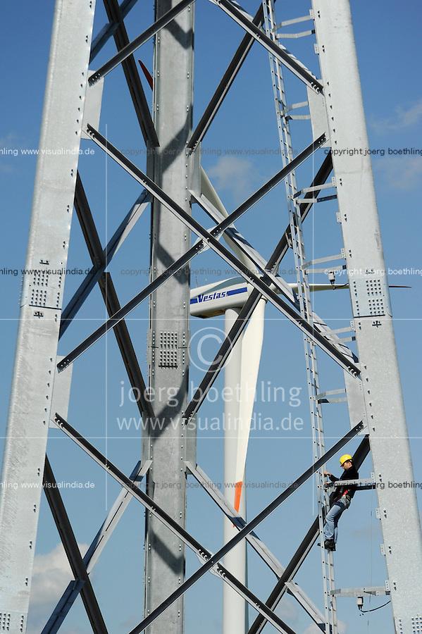 DEUTSCHLAND Bau einer neuen Gitterstahlmastkonstruktion durch Butzkies Stahlbau GmbH fuer eine Vensys Windkraftanlage in Steinburg bei Glueckstadt   .GERMANY new innovative construction of a steel lattice tower for Vensys wind turbine