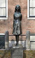 Nederland  Amsterdam   2021.   Beeldje van Anne Frank bij de Westerkerk.   Foto Berlinda van Dam / HH / ANP.