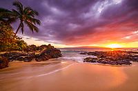 Pa'ako Beach, Secret Cove, or Secret Cove Beach, Secret Beach, at sunset, Makena, Maui, Hawaii, USA, Pacific Ocean