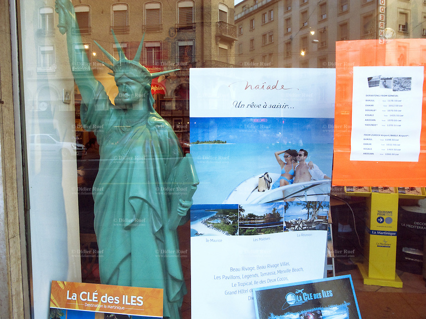 Switzerland. Geneva. A fake green plastic Statue of Liberty in the window of a travel shop. 15.10.09 © 2009 Didier Ruef