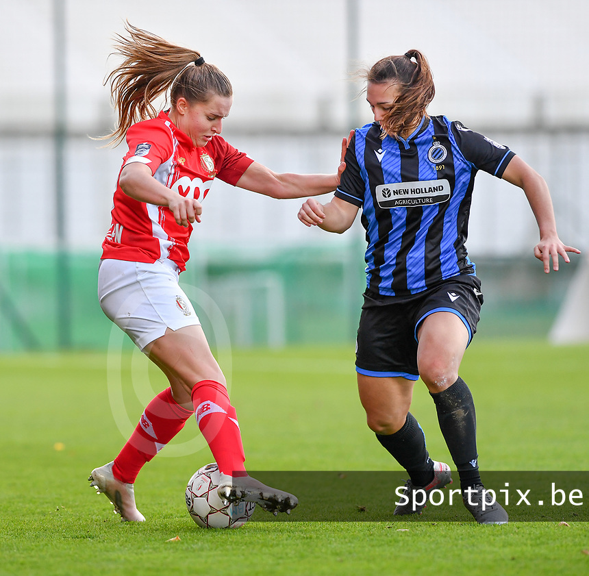 Davinia Vanmechelen  of Standard (25) pictured in a fight for the ball with Jody Vangheluwe (22 Brugge) during a female soccer game between Standard Femina de Liege and Club Brugge YLA on the seventh matchday of the 2020 - 2021 season of Belgian Scooore Womens Super League , saturday 14 th of November 2020  in Angleur , Belgium . PHOTO SPORTPIX.BE | SPP | DAVID CATRY