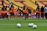 BOGOTA - COLOMBIA, 25-09-2021: Jugadores de Envigado F. C., calientan antes de partido de la fecha 11 entre Independiente Santa Fe y Envigado F. C. por la Liga BetPlay DIMAYOR II 2021, en el estadio Nemesio Camacho El Campin de la ciudad de Bogota. / Players of Envigado F. C., warm up prior a match of the 11th date between Independiente Santa Fe and Envigado F. C., for the BetPlay DIMAYOR II 2021 League at the Nemesio Camacho El Campin Stadium in Bogota city. / Photo: VizzorImage / Luis Ramirez / Staff.