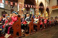 Monnickendam- Intocht van Sinterklaas. Feest met Sinterklaas, Zwarte Pieten en kinderen in de Katholieke Kerk