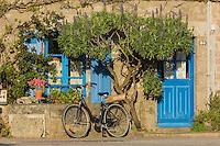 France, Manche (50), Cotentin, Barfleur, labellisé Les Plus Beaux Villages de France, détail maison de pêcheur sur le port  // France, Manche, Cotentin, Barfleur, labelled Les Plus Beaux Villages de France (The Most Beautiful Villages of France), the port , detail fisherman's house