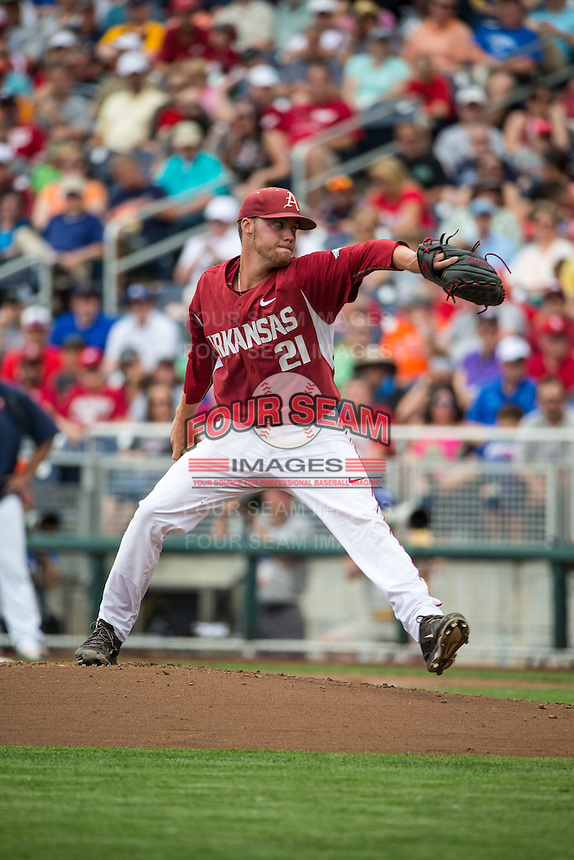 Trey Killian (21) of the Arkansas Razorbacks pitches during a game between the Virginia Cavaliers and Arkansas Razorbacks at TD Ameritrade Park on June 13, 2015 in Omaha, Nebraska. (Brace Hemmelgarn/Four Seam Images)