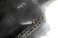Milan, fire in a warehouse on Naviglio channel<br /> <br /> - Milano, incendio di un capannone industriale sul Naviglio