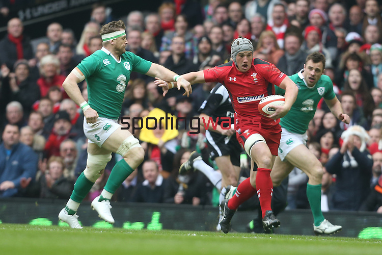 Wales centre Jonathan Davies tries to out run Ireland number 8 Jamie Heaslip.<br /> RBS 6 Nations<br /> Wales v Ireland<br /> Millennium Stadium<br /> 14.03.15<br /> ©Steve Pope - SPORTINGWALES