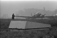 21 avril 1972. cérémonie organisée dans le cadre du transfert du corps de Didier Daurat dans un caveau en bordure de la piste de Montaudran.