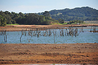 CURITIBA, PR, 11.05.2020 -Seca Paraná - O Paraná vive a pior estiagem desde que o Sistema de Tecnologia e Monitoramento Ambiental do Paraná (Simepar) começou a monitorar as condições do tempo, em 1997. A baixa precipitação já dura dez meses ,Na represa do passauna em Curitiba nessa segunda (11).