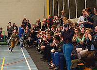 Knack Roeselare B - Doskom Moorslede : Knack B is kampioen , de talrijke supporters vieren mee <br /> foto VDB / BART VANDENBROUCKE