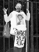 Warsaw 30.03.2021 Poland<br /> At midday in Warsaw, activist declared civil disobedience under the slogan pisOFF, as part of which they chained themselves to government buildings, police headquarters and the Ordo Luris headquarters in Warsaw<br /> © Photo: Adam Lach<br /> <br /> Aktywisci zakuli sie do bramy Komendy Glownej Policji. W godzinach popoludniowych w Warszawie protestujacy wypowiedzieli posłuszenstwo obywatelskie pod hasłem pisOFF, w ramach czego przykuli sie do budynkowrzadowych, komendy glownej policji i siedziby Ordo Luris w Warszawie.<br /> © Photo: Adam Lach